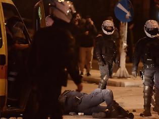Φωτογραφία για Νέα Σμύρνη: Συνελήφθη ο άνδρας που «γκρέμισε» από το μηχανάκι τον αστυνομικό