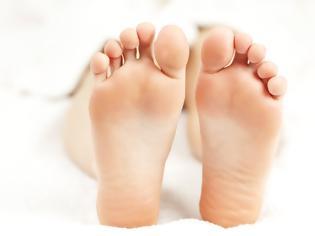Φωτογραφία για Έχετε κρύα πόδια; Δείτε τι σημαίνει για την υγεία σας και τι πρέπει να κάνετε