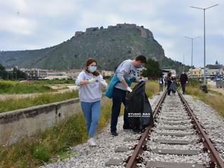 Φωτογραφία για Ναύπλιο: Εθελοντές καθάρισαν από απορρίμματα την περιοχή του σταθμού του ΟΣΕ