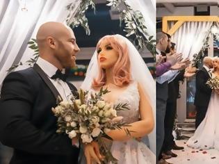 Φωτογραφία για 33χρονος παντρεύτηκε πλαστική κούκλα, τη χώρισε και τα έφτιαξε με άλλη