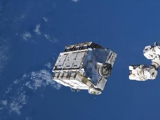 Φωτογραφία για Οι αστροναύτες του ISS απελευθέρωσαν μπαταρίες 3 τόνων προς τη Γη