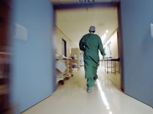 Φωτογραφία για «Παρουσιάζονται» σήμερα στις 8 στα νοσοκομεία οι 206 γιατροί που επιστρατεύτηκαν