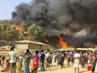 Φωτογραφία για Μπαγκλαντές: Στις φλόγες καταυλισμός προσφύγων Ροχίνγκια - Φόβοι για πολλούς νεκρούς