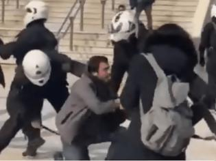 Φωτογραφία για Απομακρύνθηκε ο διοικητής της ΔΙΑΣ λόγω του ξυλοδαρμού πολίτη στη Νέα Σμύρνη