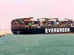 Φωτογραφία για Διώρυγα Σουέζ: Γιγαντιαίο πλοίο μεταφοράς εμπορευματοκιβωτίων προσάραξε και μπλόκαρε το πέρασμα