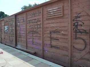 Φωτογραφία για Να χαρακτηριστούν μνημεία, ο μόνος τρόπος για να προστατευτούν τα τρένα στο Δημοτικό Πάρκο.