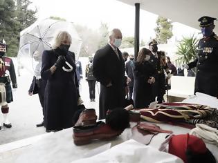 Φωτογραφία για 25η Μαρτίου : Το δώρο της Κατερίνας Σακελλαροπούλου στον πρίγκιπα Κάρολο