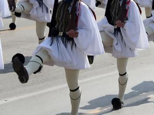 Φωτογραφία για Τι συμβολίζει ο ήχος από το τσαρούχι στον επιβλητικό βηματισμό των Ευζώνων
