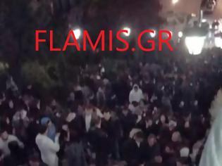 Φωτογραφία για Πάτρα: Κορονοπάρτι με εκατοντάδες άτομα άναψε φωτιές. Ξεσηκωμός εμπόρων