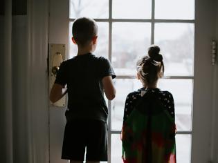 Φωτογραφία για Αύξηση των επιπέδων στρες, μοναξιάς και του θυμού στα παιδιά και τους εφήβους στη διάρκεια της πανδημίας