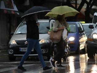 Φωτογραφία για Καιρός: Μετά τα 24άρια... βροχές και κρύο - Πού θα «χτυπήσει» η μίνι κακοκαιρία  vroxi-athina343