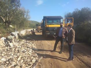 Φωτογραφία για Συμβαίνει τώρα: Ξεκίνησαν εργασίες ανακατασκευής του επαρχιακού δρόμου Βαλόστρατο - Παλαιομάνινα