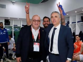 Φωτογραφία για Αποθέωσαν τον Κωστένογλου οι παίκτες της Κύπρου