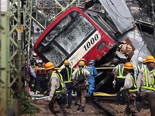 Φωτογραφία για Δύο τρένα ταξιδεύουν στην ίδια γραμμή με ιλιγγιώδη ταχύτητα! Δεν φαντάζεστε τι έκανε ο οδηγός... Βίντεο.