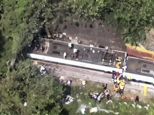 Φωτογραφία για Εκτροχιασμός τρένου μέσα σε τούνελ στην Ταϊβάν - Δεκάδες νεκροί και τραυματίες