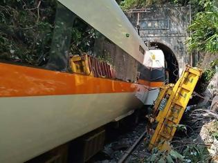Φωτογραφία για Εκτροχιασμός τρένου στην Ταϊβάν – Τουλάχιστον 48 νεκροί, δεκάδες τραυματίες
