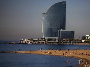 Φωτογραφία για Κοροναϊός - Ισπανία: Πάρτι σε παραλία της Βαρκελώνης παρά τους περιορισμούς