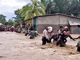 Φωτογραφία για Τουλάχιστον 70 νεκροί και δεκάδες αγνοούμενοι από τις πλημμύρες στην Ινδονησία