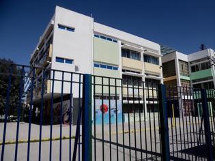 Φωτογραφία για Άνοιγμα σχολείων: Τρομάζει η αύξηση κρουσμάτων. Ανησυχία σε καθηγητές, γονείς μεγάλης ηλικίας