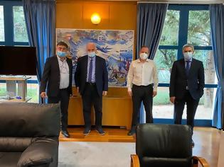Φωτογραφία για Συνάντηση του Κ.Καραγκούνη, του Δημάρχου της Ιεράς Πόλης του Μεσολογγίου κ. Κώστα Λύρου και του Δημάρχου Ακτίου - Βόνιτσας κ. Γεωργίου Αποστολάκη με τον Υπουργό Υποδομών και Μεταφορών κ. Καραμανλή.