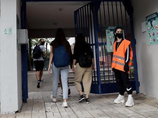 Φωτογραφία για Άνοιγμα σχολείων: Διχασμένοι οι λομωξιολόγοι. Λύκεια ανοιχτά σε όλη τη χώρα θέλει η κυβέρνηση