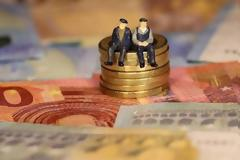 Συντάξεις Μαΐου 2021: Πληρωμή νωρίτερα λόγω Πάσχα - Πότε πάνε ταμείο οι συνταξιούχοι.