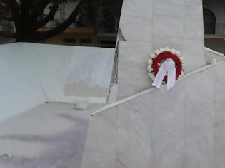 Φωτογραφία για Δημοτική Παράταξη Ανυπότακτο Αγρίνιο: Ως ελάχιστο φόρο τιμής κατέθεσε στεφάνι στο μνημείο των «120» στο Αγρίνιο.
