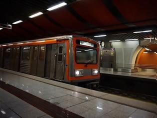 Φωτογραφία για Μετρό: Πτώση ατόμου στις ράγες στον Κεραμεικό - Αποκαταστάθηκε η κυκλοφορία