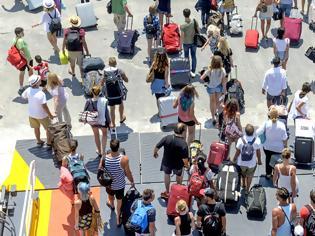 Φωτογραφία για Διακοπές στην Ελλάδα χωρίς καραντίνα. Για ποιες χώρες και σε ποια αεροδρόμια (video)