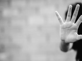 Φωτογραφία για Φρίκη στην Κατερίνη : Τη βίαζε ο δάσκαλος θείος της από τα 9 της επί μια ολόκληρη δεκαετία