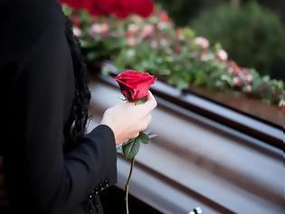Φωτογραφία για Oικογενειακή τραγωδία: Kρεμάστηκε 19χρονη κοπέλα - H 44χρονη μητέρα της πέθανε από υπερβολική δόση