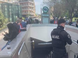 Φωτογραφία για Δύο άτομα έπεσαν στις ράγες του Μετρό στην Πανόρμου και στον Χολαργό - Νεκρή μία γυναίκα