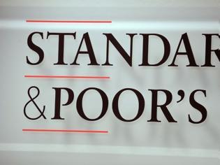 Φωτογραφία για Έκπληξη από Standard and Poor's: Αναβάθμισε την ελληνική οικονομία κατά μια βαθμίδα σε ΒΒ, θετικό το outlook