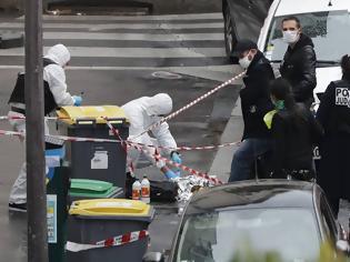 Φωτογραφία για Επίθεση με μαχαίρι στο Παρίσι: Νεκροί μία 49χρονη αστυνομικός και ο δράστης