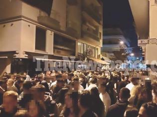 Φωτογραφία για Βόλος: Κουβάδες με νερό από τα μπαλκόνια σε νεαρούς που έκαναν κορονοπάρτι για να φύγουν