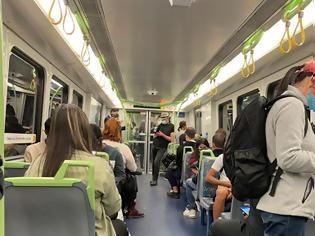 Φωτογραφία για Εκνευρισμός, ανησυχία και… περίεργα βλέμματα στα τρένα και τα τραμ