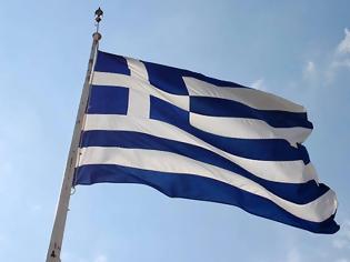 Φωτογραφία για Θέρμη: Μαθητές κατέβασαν και έσκισαν την ελληνική σημαία