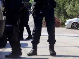 Φωτογραφία για Αυτοκτόνησε αστυνομικός - Τον βρήκε η μητέρα του νεκρό, πρωί Μεγάλου Σαββάτου
