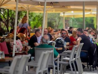 Φωτογραφία για Γέμισαν με κόσμο οι καφετέριες στις πόλεις