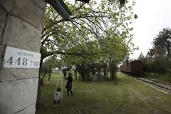 Εγκαταλειμμένος σιδηροδρομικός σταθμός και εφτά βαγόνια μετατρέπονται σε οικολογική τουριστική μονάδα.