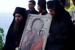 Την Διακαινήσιμο εβδομάδα γιορτάζονται και λιτανεύονται οι θαυματουργές εικόνες της Παναγίας, γιατί οφείλουμε...