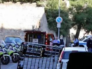 Φωτογραφία για Γαλλία: Πυροβολισμοί σε αστυνομική έρευνα για διακίνηση ναρκωτικών - Νεκρός ένας αστυνομικός
