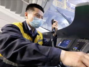 Φωτογραφία για Πώς οι «γιατροί» των τρένων της Κίνας διασφαλίζουν την ασφάλεια των ταξιδιών. Βίντεο.