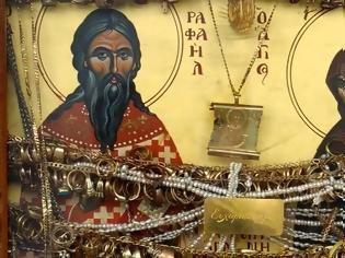 Φωτογραφία για ΘΑΥΜΑ ΑΓΙΟΥ ΡΑΦΑΗΛ: Όγκος 9 εκατοστά στο ιερό οστό