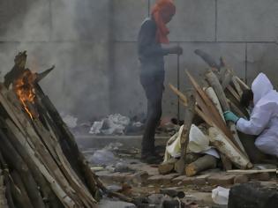Φωτογραφία για Δραματικές στιγμές στην Ινδία: Οι σοροί δεκάδων θυμάτων κορονοϊού ξεβράστηκαν στις όχθες του Γάγγη (βίντεο)