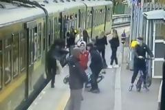 Τρόμος σε σταθμο του Δουβλίνου:  Κορίτσι σπρώχνεται κάτω από τρένο. Βίντεο.