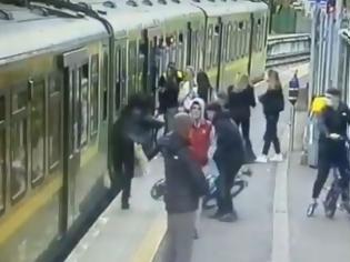 Φωτογραφία για Τρόμος σε σταθμο του Δουβλίνου:  Κορίτσι σπρώχνεται κάτω από τρένο. Βίντεο.