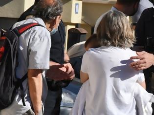 Φωτογραφία για Γλυκά Νερά: Σε κατάσταση σοκ ο σύζυγος της 20χρονης - Με συγγενείς το 11 μηνών μωρό της οικογένειας