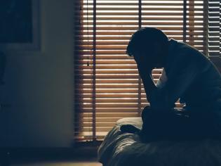 Φωτογραφία για Η μοναξιά στους άνδρες μέσης ηλικίας σχετίζεται με αυξημένο κίνδυνο εμφάνισης καρκίνου. Νέα μελέτη