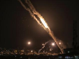 Φωτογραφία για Μέση Ανατολή: Μαίνονται οι συγκρούσεις – Χιλιάδες Παλαιστίνιοι εγκαταλείπουν τα σπίτια τους